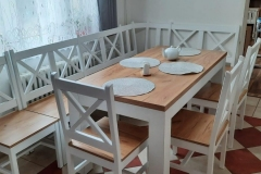 Stoly, židle, lavice